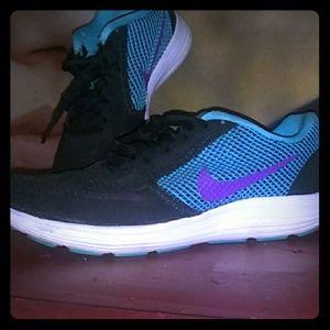 Nike Revolution 3 sz 6.5